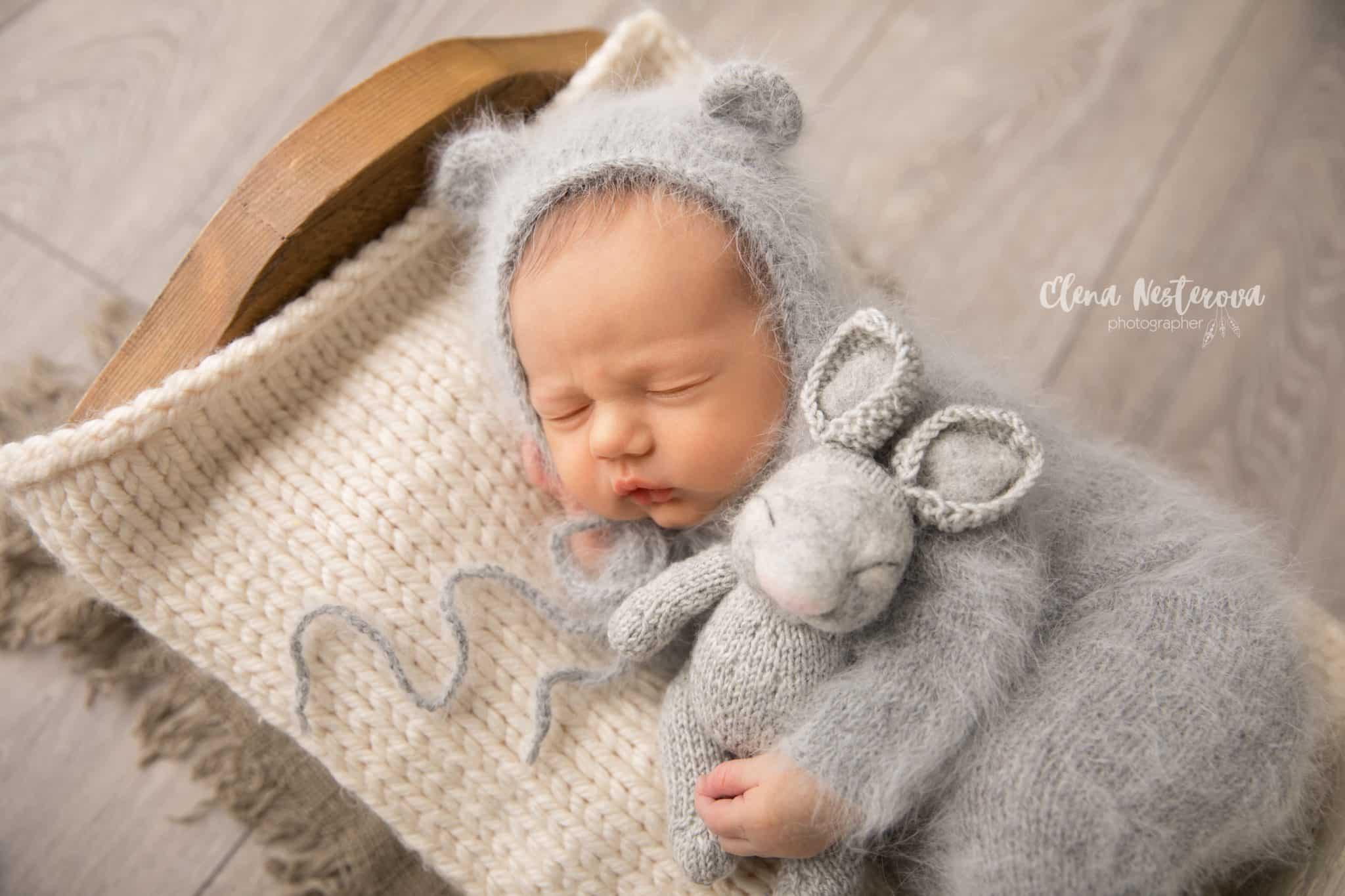 фото новорожденных в вязанных вещах