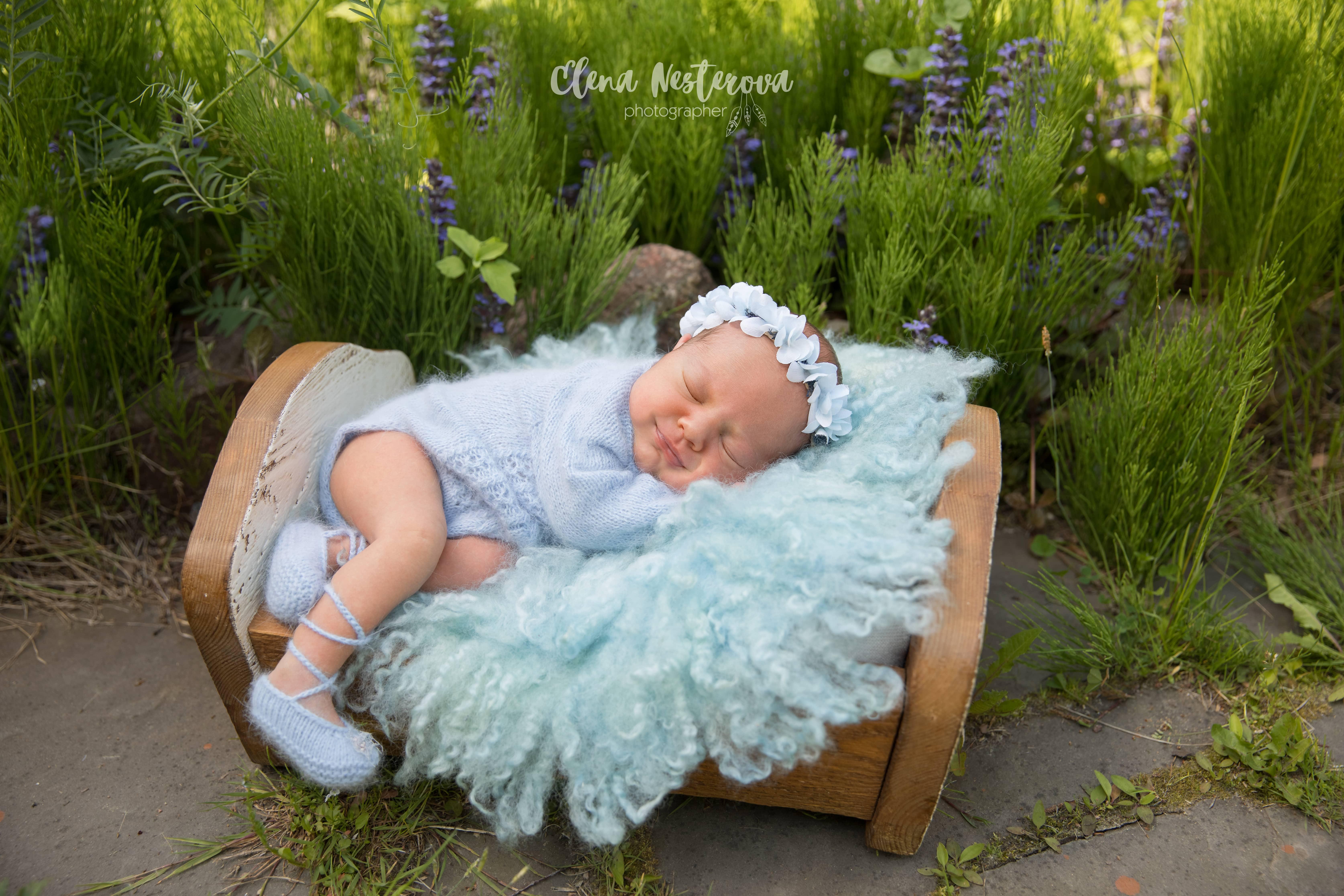 фотограф ново,рожденного на природе
