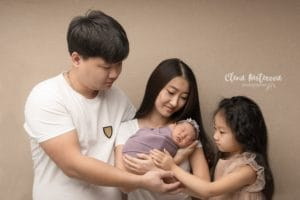 Фотосессия семьи с новорожденным