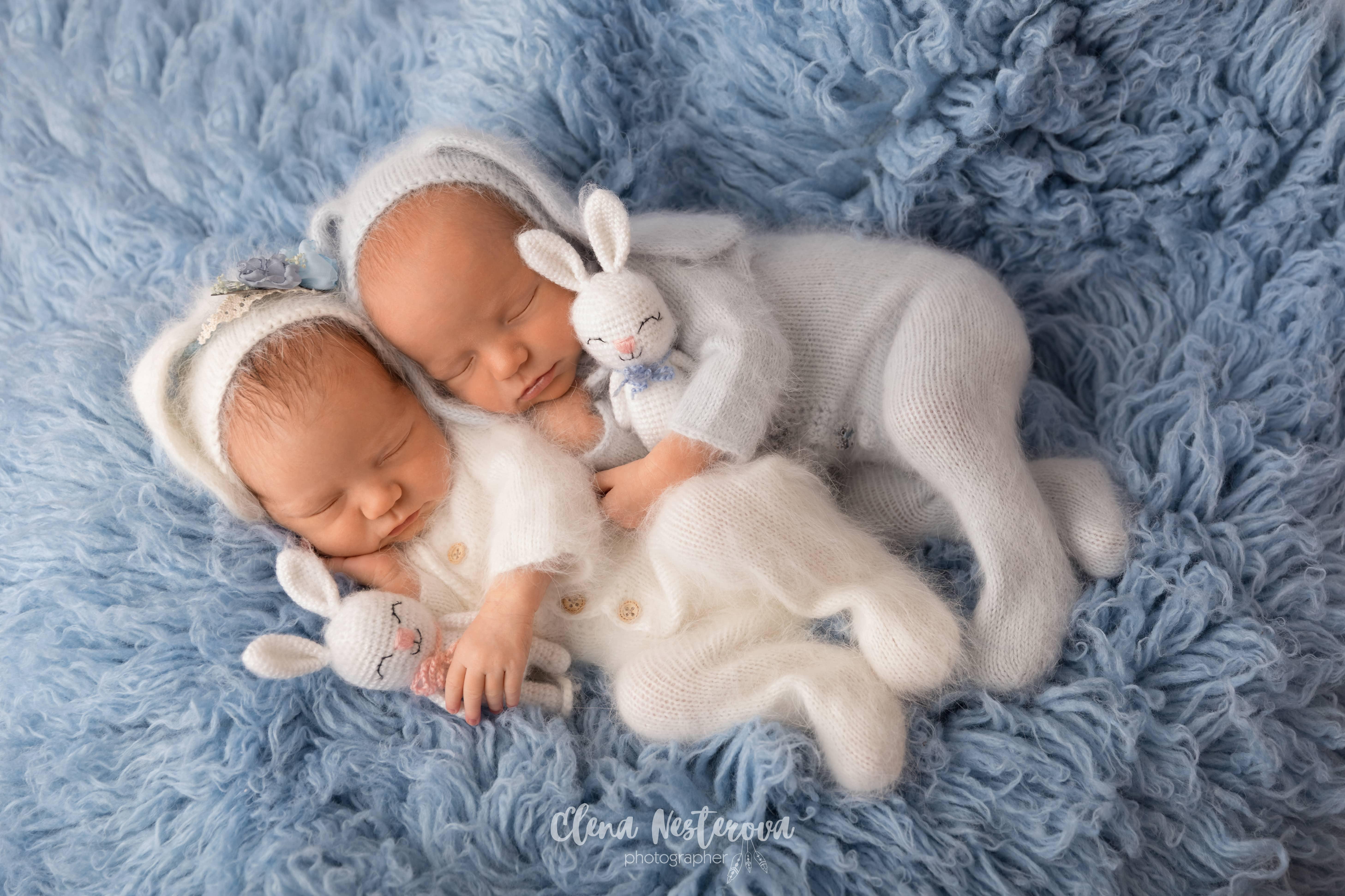 Фотограф новорожденных двойняшек