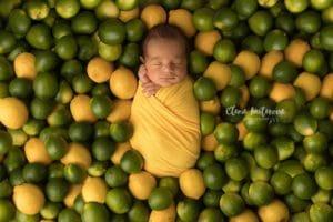 Фотосессия новорожденного в капусте