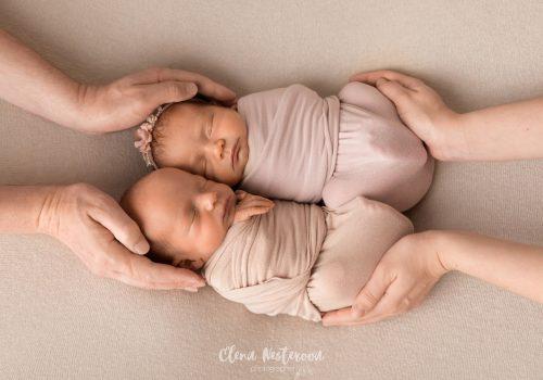 фотосессия новорожденных двойняшек