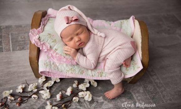 фотосъемка новорожденной девочки дома