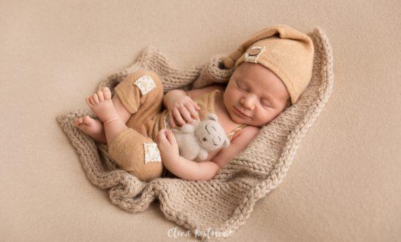 профессиональная фотосъемка новорожденного мальчика