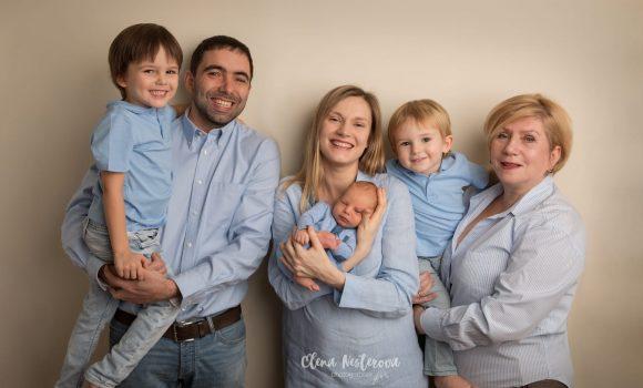 семейная фотосессия с новорожденным дома