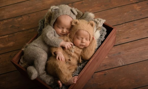 фотосессия новорожденных близнецов