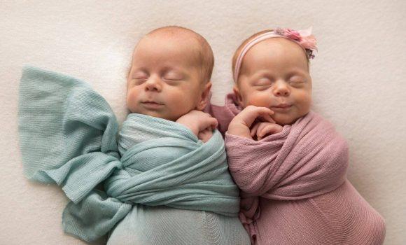 профессиональная фотосъемка новорожденных двойняшек СПб